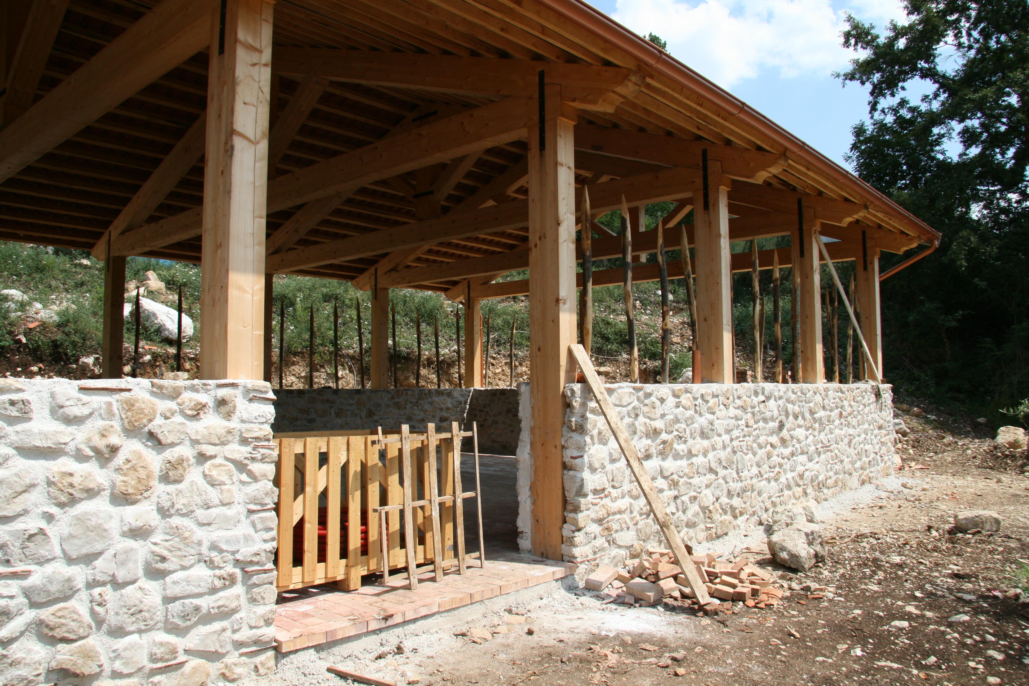 Casa di paglia stalla bioarchiettura sostenibile tempa del - Costruire casa paglia ...